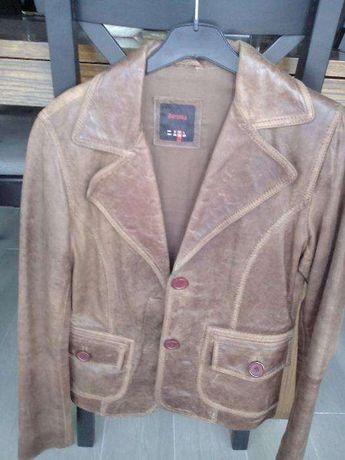 Vende se casaco de pele verdadeira da marca Berska