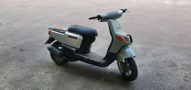 Скутер на полном ходу, на регистрации.