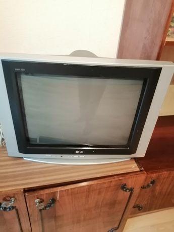 Телевизор LG  плоский 21