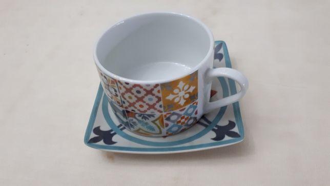 2 chávenas de chá novas