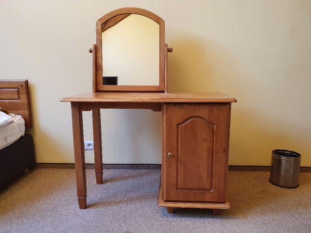 Drewniana toaletka z lustrem w okazyjnej cenie