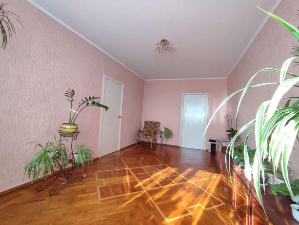 3 кімнатна квартира зі вставкою в центрі.