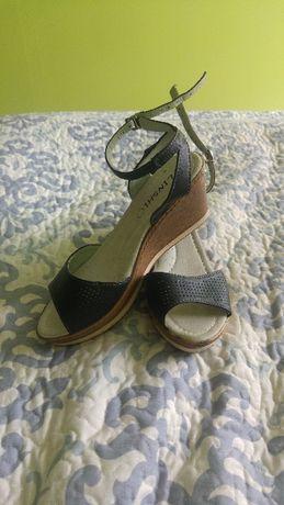 Sandały na koturnie czarne nowe