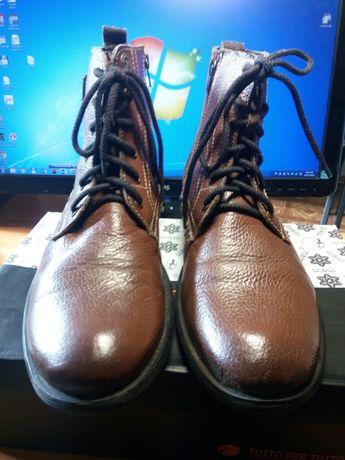 Высокие ботинки.