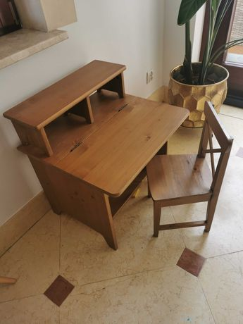 drewniane biurko dziecięce z krzesełkiem