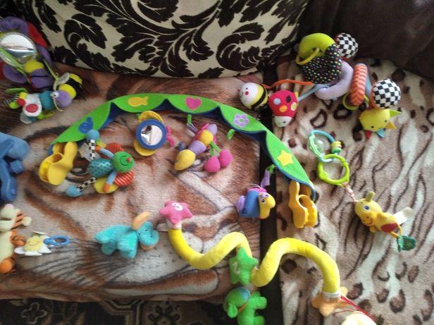 Zabawki na łóżeczko, wózek