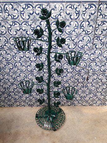Floreira em ferro pintado