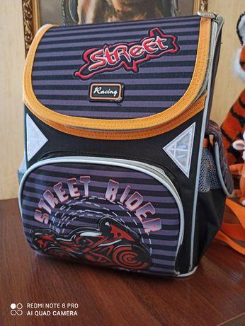 Продам школьный рюкзак для 1-4 класса.