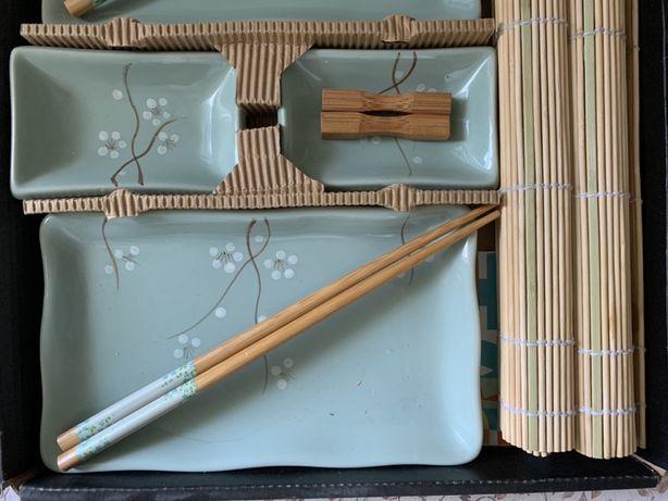 Набор красивой посуды для суши