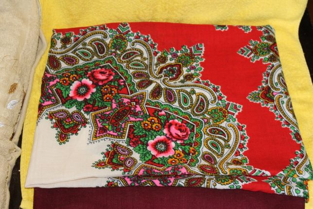 Платок цветной чистошерстяной размер 145Х145