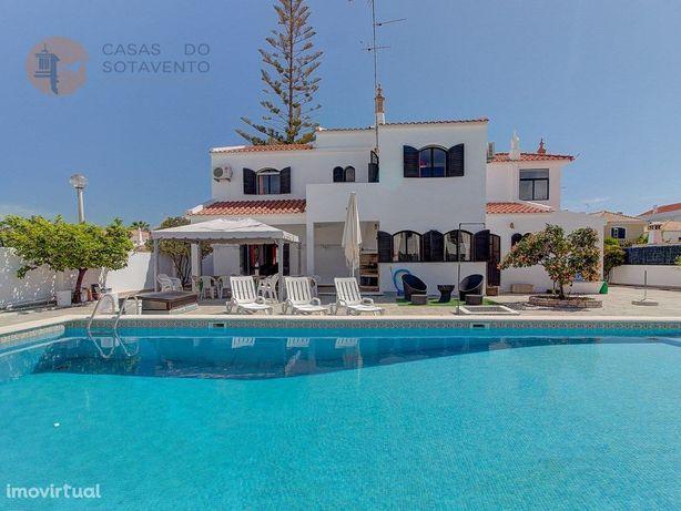 Moradia de luxo T5 com grande piscina em venda na Praia d...