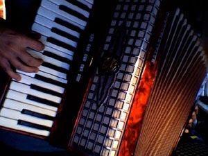 Aulas particulares de acordeão, viola/guitarra e piano
