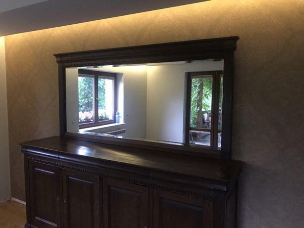 Dębowa komoda w stylu kolonialnym wraz z kryształowym lustrem
