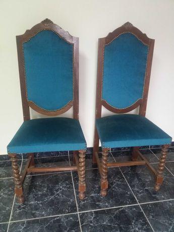 2 cadeiras antigas almofadadas