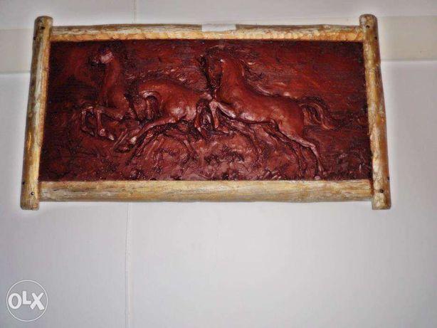 vedo quadro rustico em alto relevo os cavalos