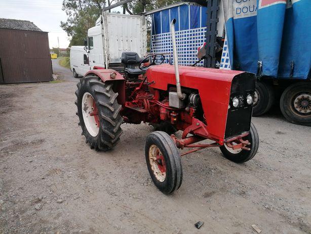 International 237, McCormick traktor regulowane koła sadowniczy