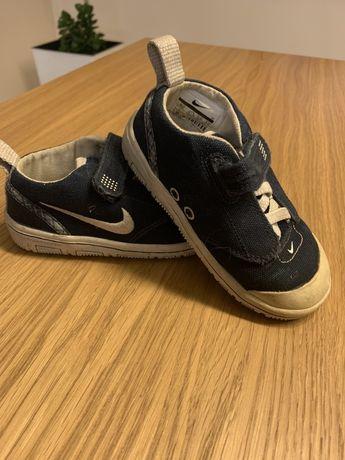 Buty sportowe Nike dla chłopca roz 22