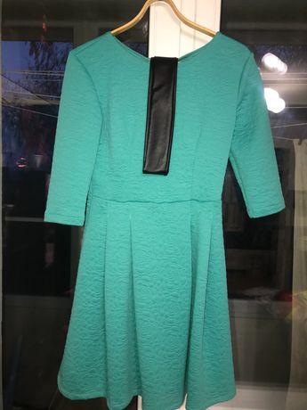 Платье красивое.