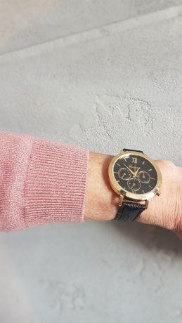 Damski zegarek koperta w kolorze złotym skórzany pasek kolor czarny