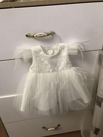 Платье очень красивое 0-3 месяца на крестины