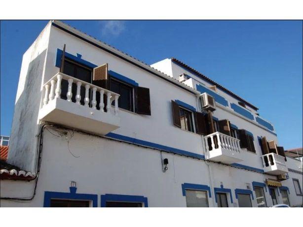 Prédio Remodelado com dois Apartamentos de tipologia T1 e T2