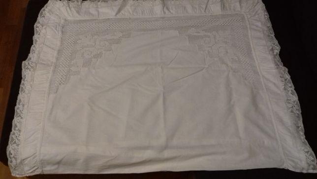 Poszewka na poduszkę z wstawką haftowaną