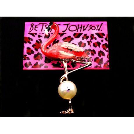 Милая розовая брошка в виде розового фламинго с жемчужиной на ноге