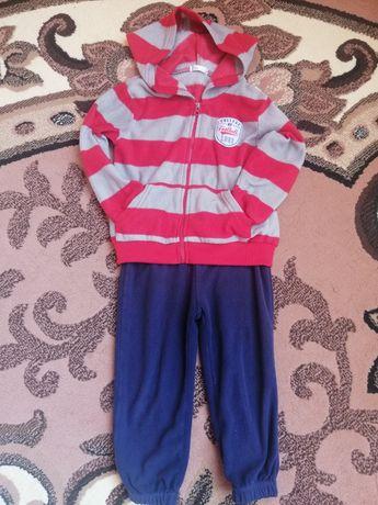 Спортивний костюм на 2-3 роки.