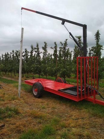 Wstawianie słupów sadowniczych dźwig hydrauliczny