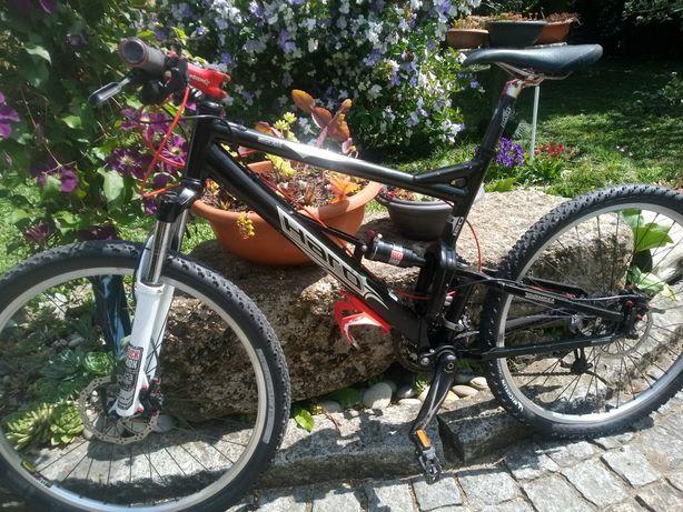 Bicicleta BTT roda 26 suspensão total
