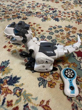 Интерактивная игрушка Динозавр 800 рублей