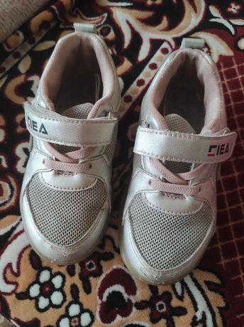 Дитяче взуття кросівки