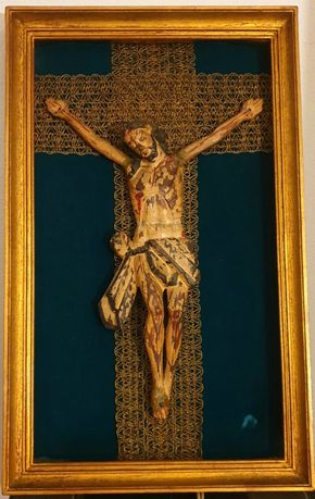 Jesus Cristo em mandeira crucificado