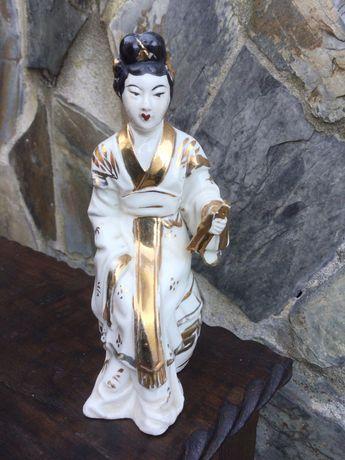 Divindade em porcelana chinesa Assinada 14,5 cm