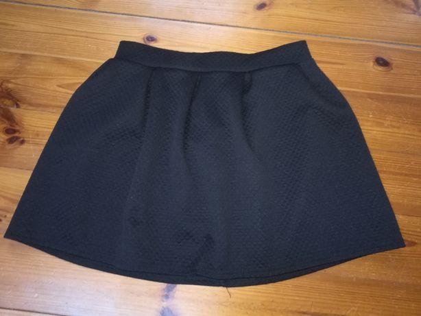 Czarna spódniczka pikowana zapinana na zamek rozmiar M