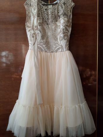 Платье для торжества размер S