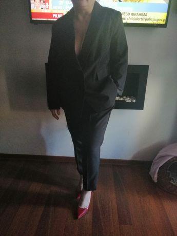 Czarne spodnium raz założone