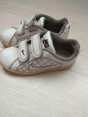Срочно!Кроссовки Nike кожаные!