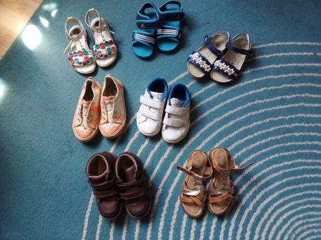 Ténis, sandálias e botas de criança