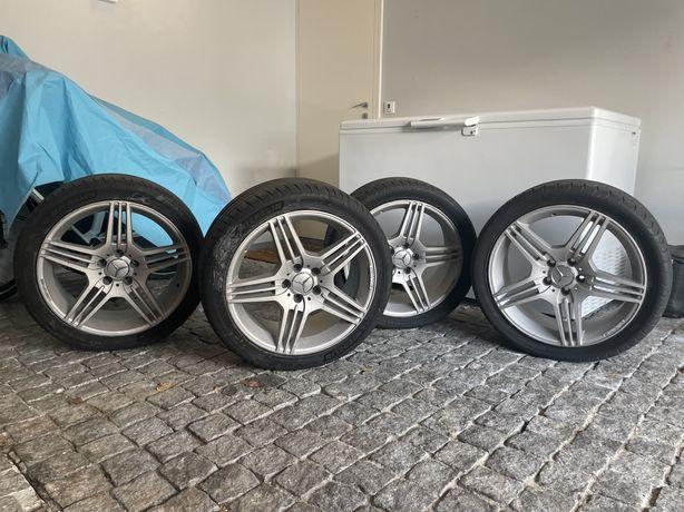 4 rodas Mercedes-Benz