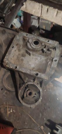 Кришка редуктора БМВ Е30. + Крышки мотора м40
