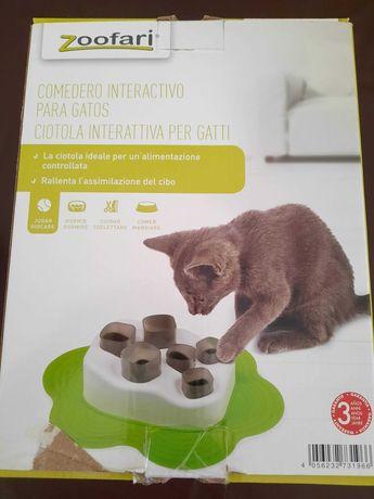 Comedouro interativo para gatos