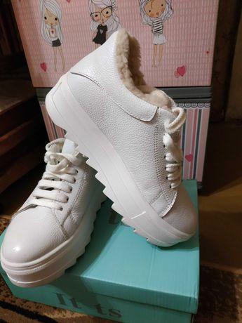 Продам зимние кожаные кроссовки