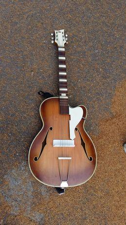 Продам хорошую гитару можно играть