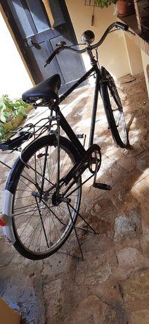 Bicicleta antiga para decoração.