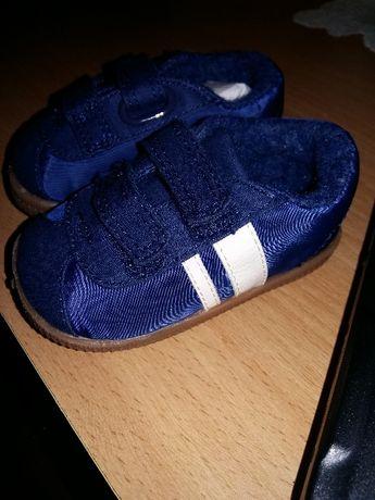 Новие кроссовки Next