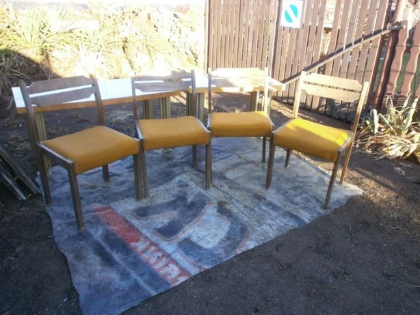 krzesla cztery sztuki w dobrym stanie