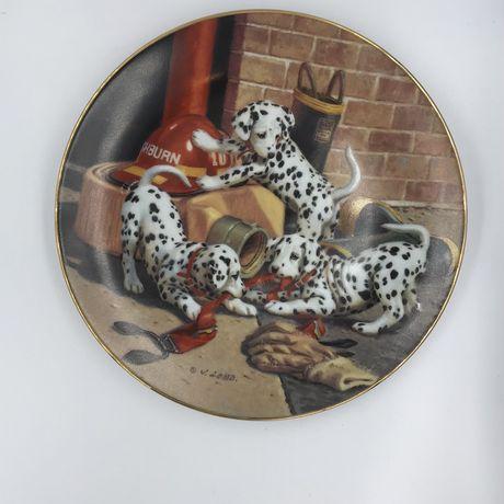 Коллекционные фарфоровые тарелки собаки