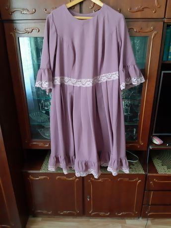 Продам платья чёрное пончо , и розовое.