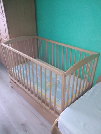 Продам дерев'яне ліжечко-гойдалку